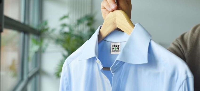 Hemd mit dem Siegel Grüner Knopf