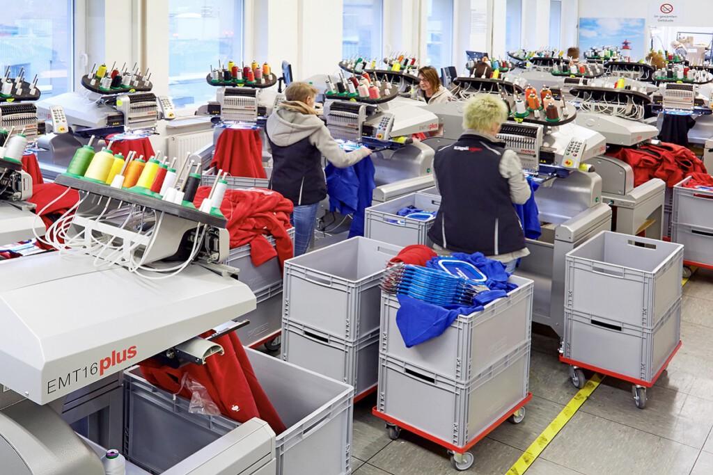 Melco Stickmaschinen in der Produktion
